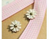 White Daisy flower studs earrings in matt silver-2