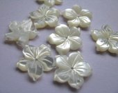 30pcs 15mm high quality MOP shell mother of pearl florial flowers petal white cabochons beads