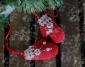 Xmas tree hanging ornaments small red mittens. Stuffed hanging plush Christmas decorations Christmas home fabric rustic ornament Xmas gift