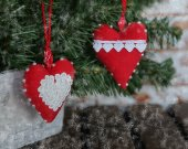 Christmas tree hanging fabric plush ornaments. Eco toys decorations for Christmas. Hanging plush Christmas red toys with laces. Winter decor