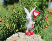 Needle felted white bunny/rabbit/hare. With needle felted lollipop. Valentine's day felted animal. Felted bunny with heart.