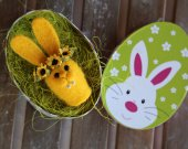 Needle felted Easter bunny. Yellow rabbit. Small hare. Easter gift. Easter egg-bunny. Sunflowers. Sunny bunny with gift box.
