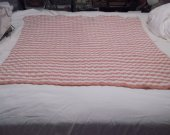 Baby blanket peach and white in ribbed pattern