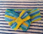 Children's scarf with a bow