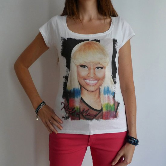 Nicki Minaj: pretty t-shirt, celebrity picture