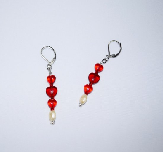 Handmade red earrings, glass hearts, cultured pearl and seed beads