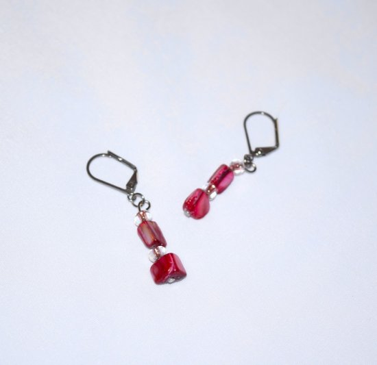 Handmade magenta earrings, mother of the pearl and E beads