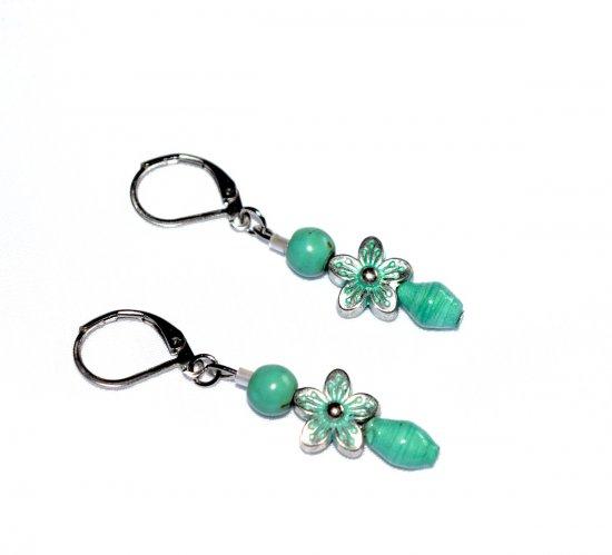 Handmade green flower earrings, mint green paper and magnesite beads, mint green flower bead