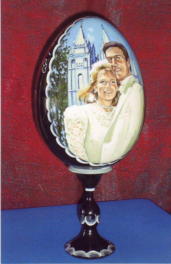 Custom wedding portrait on the photo (on a wooden egg).