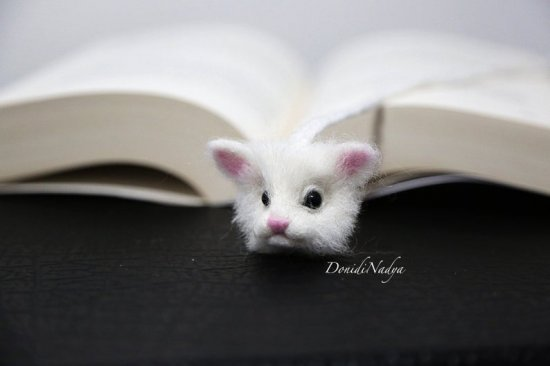 White cat needle felted bookmark. White kitten ecofriendly unusual gift.