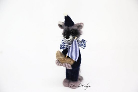 Needle felted raccoon with ship. Small felted raccoon OOAK collectible doll. Birthday gift for him. Birthday gift for he
