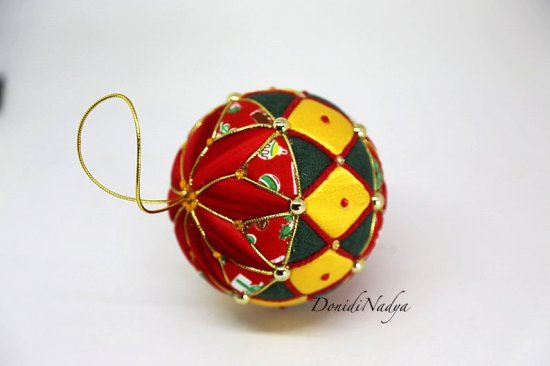 Kimekomi Christmas ball. Fabric quilted look Xmas toys. Christmas tree ornament. Christmas housewarming unusual gift. New Year ornament.