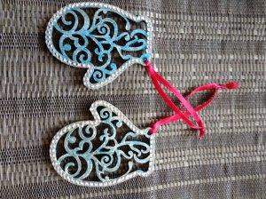 "Handmade wooden Christmas-tree decoration "" Blue mittens """