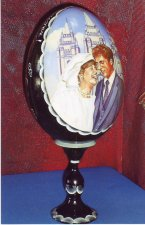 Custom wedding portrait on the photo (wooden egg).