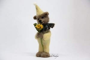 Needle felted bear with sunflower. Bear Oscar collectible doll. Birthday gift. Home ornament.