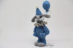 Needle felted bunny Stefano birthday gift. Fluffy hare with balloon. Grey rabbit felted collectible art doll.