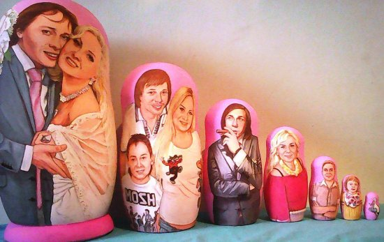 Portraits ( wooden doll/art doll) are a presentable gift for any celebration and a wonderful way to revive your memories.