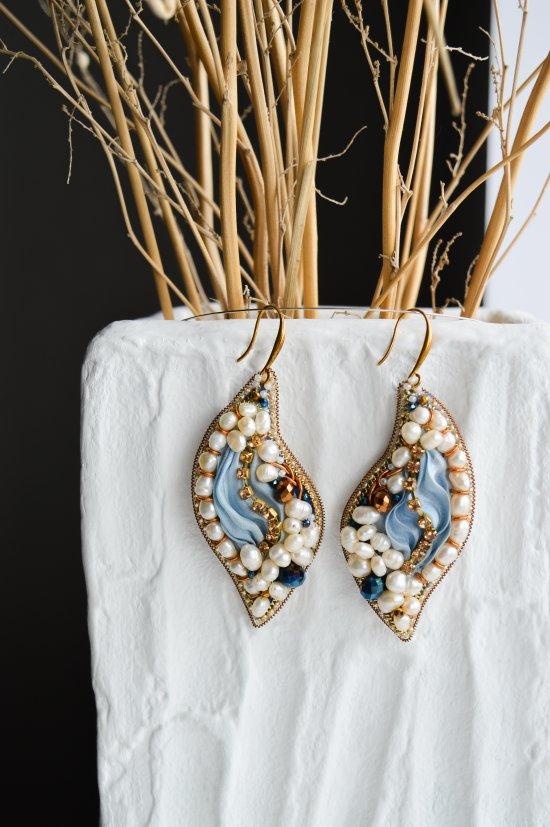 Original handmade blue earrings with river pearls and shibori silk ribbon