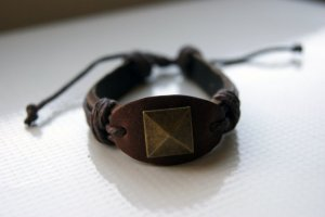 Brown Leather and Threads Bracelet with Decorative Button