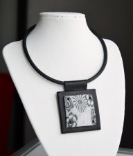 Stylish leather choker pendant with rubber cord and rubber decor