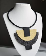 Necklace made of leather with a rubber cord